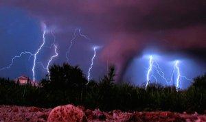 tornado_by_blackgryph0n